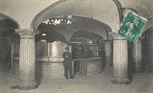 La salle d'échange de la station «Saint-Lazare» du Métropolitain.