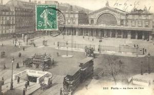 Devant la Gare de l'Est.