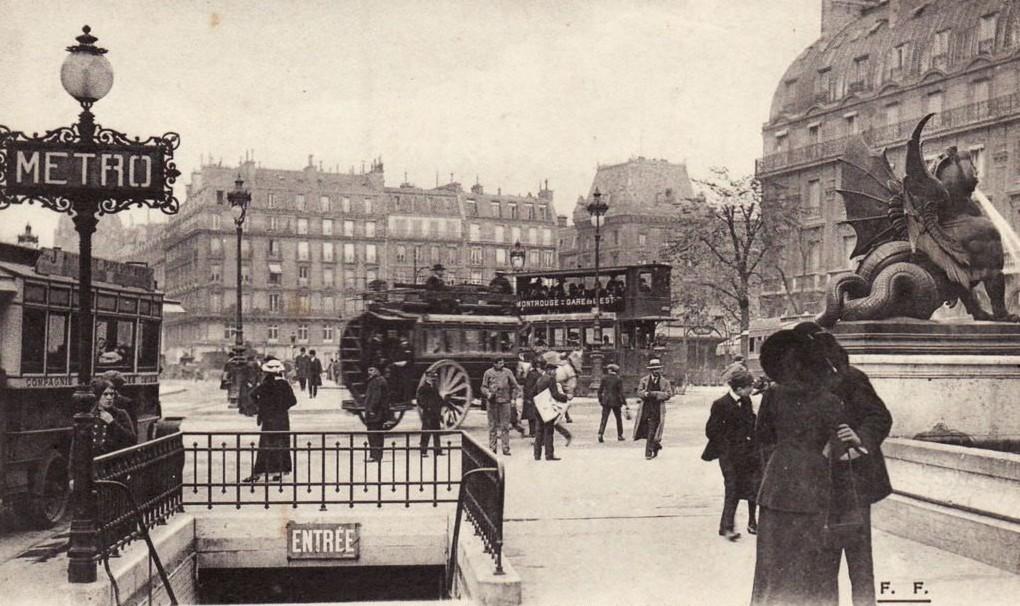 Scène de rue Place Saint-Michel... 1348133153-f.f-56bis-paris-place-saint-michel-entre-e-du-me-tro-ve-arrt-