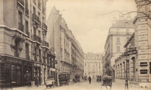 La rue Brunel prise de la place Saint-Ferdinand.