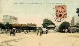 Une vue de la porte de Vincennes.  Passage du train de la Petite-Ceinture.