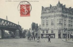 Près du  carrefour Sèvres-Lecourbe.