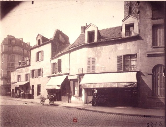 Au 2, rue Desnouettes... atget-1904