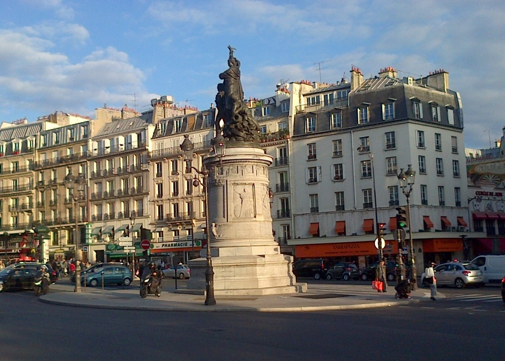 La place de Clichy... img-20131007-00384